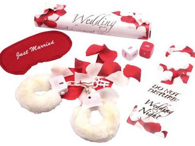 Hochzeitsgeschenke-Set bestehend aus Blütenblättern, Augenbinde ...